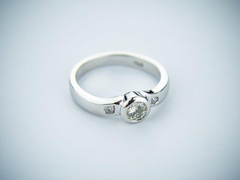 engagement-ring-2093824_1280